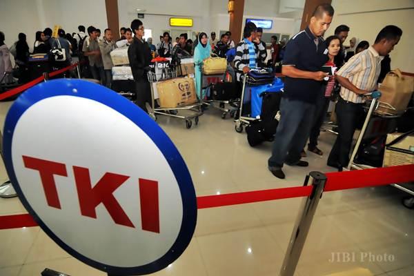 Tenaga kerja indonesia (TKI) yang bekerja di Malaysia tiba di Bandara Adi Soemarmo, Boyolali. - JIBI
