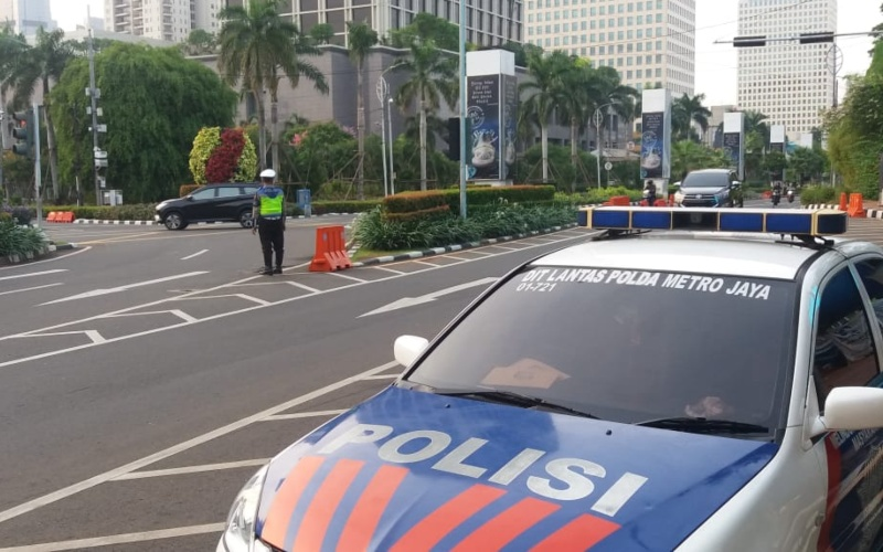 Situasi arus lalu lintas di Traffic Light Asia Afrika terpantau lancar pada hari pertama pemberlakuan Pembatasan Sosial Berskala Besar (PSBB) di DKI Jakarta, Senin (14/9 - 2020) / akun twitter @TMCPoldaMetro