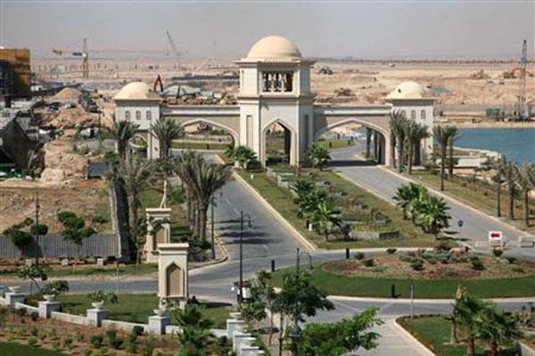 King Abdullah City yang berlokasi di dekat Jeddah, kota perdagangan utaa Arab Saudi. - Reuters/Susan Baaghil