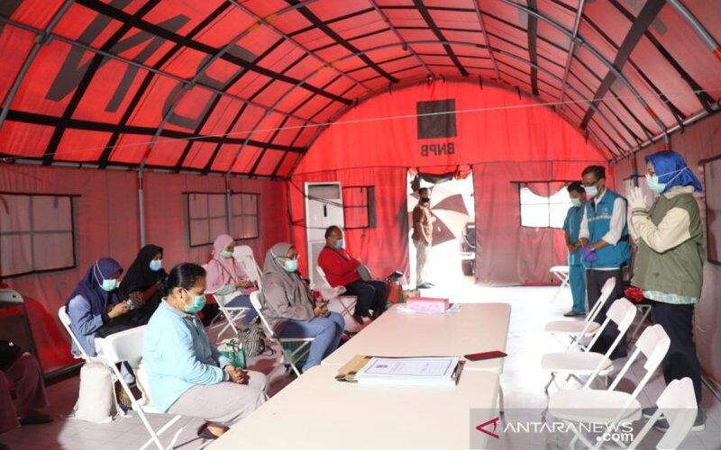 Wali Kota Tangerang Selatan Airin Rachmi Diany menghadiri acara pelepasan pasien yang sudah sembuh dari Covid-19 di Rumah Lawan Covid-19, Ciater, Serpong, Kamis (10/9/2020). - Pemkot Tangerang Selatan