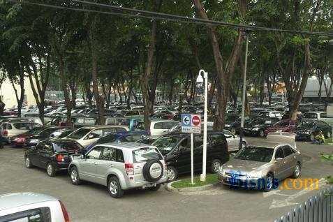 Parkir mobil - Bisnis.com