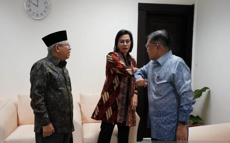 Wakil Presiden Ma'ruf Amin menyakasikan Jusuf Kalla dan Menteri Keuangan Sri Mulyani mempraktikkan