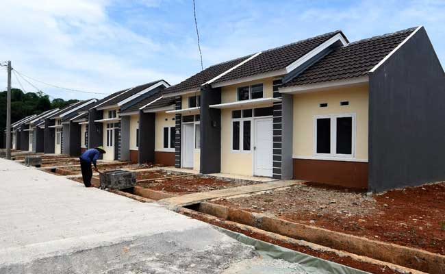 Ilustrasi pekerja menyelesaikan pembangunan perumahan. - Bisnis.com