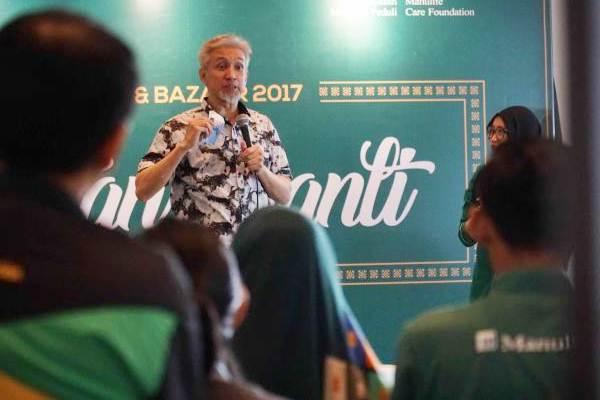 Anggota Dewan Syariah Majelis Ulama Indonesia Adiwarman Karim berbicara pada Manulife Syariah Talkshow & Bazaar 2017, di Jakarta, Rabu (24/5). - JIBI/Dedi Gunawan