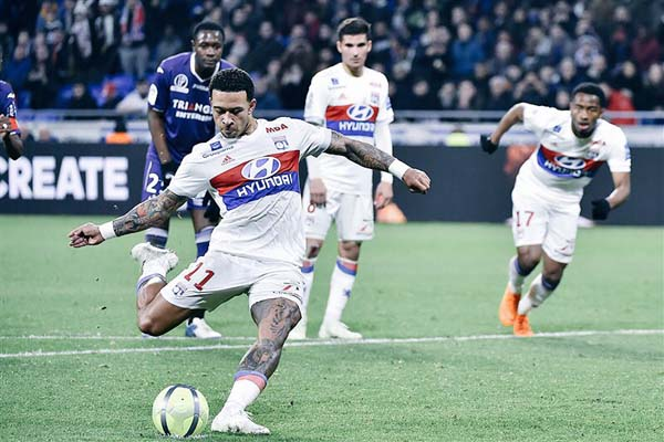 Penyerang Olympique Lyonnais Memphis Depay - Twitter@OL