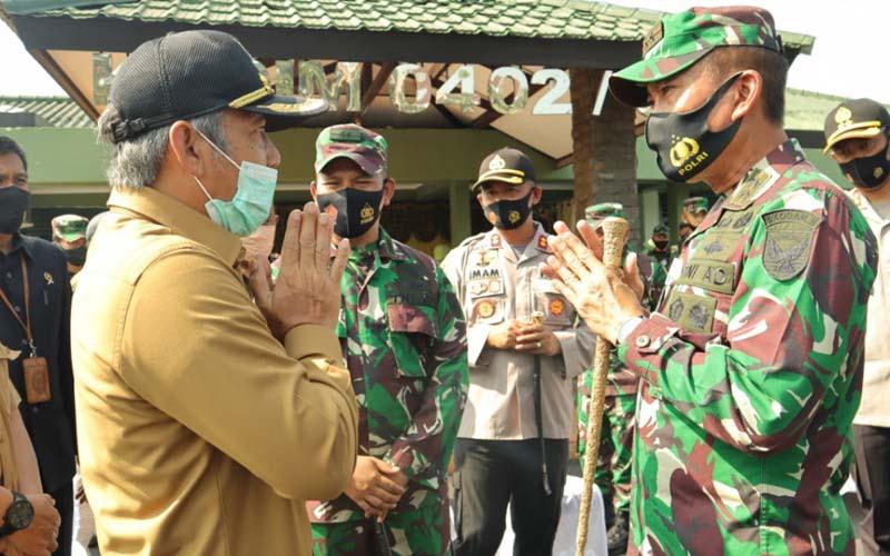 Pangdam II/Sriwijaya Mayjen TNI Agus Suhardi diterima langsung Bupati OKI Iskandar saat kunjungan kerja ke Kodim 0402/OKI, Selasa (14/9/2020). - Istimewa
