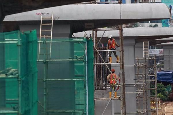 Ilustrasi pekerjaan konstruksi mass rapid transit di Jakarta. - Bisnis.com