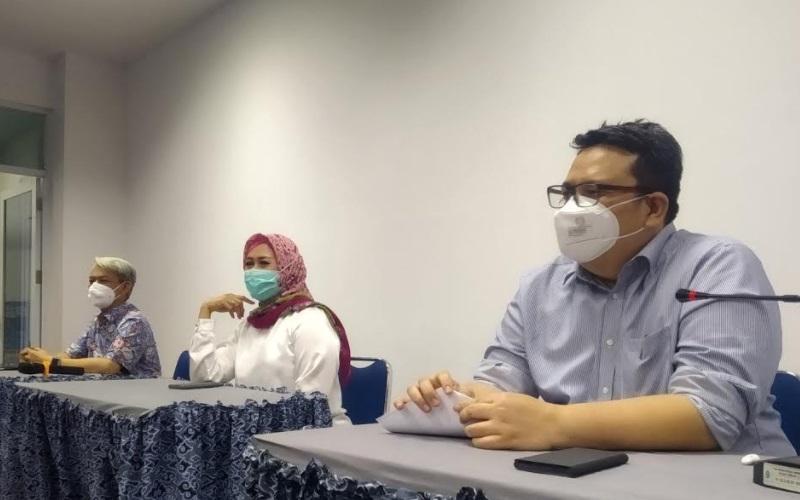 Konferensi pers terkait penerapan terapi plasma daerah di Kampus Kedokteran UGJ Kota Cirebon, Jawa Barat, Rabu (16/9/2020). - Bisnis/Hakim Baihaqi
