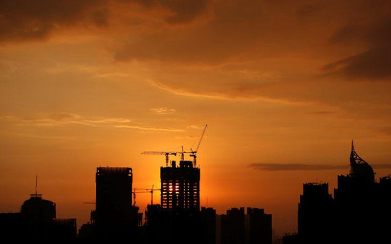 Ilustrasi kegiatan konstruksi di Jakarta Jakarta. - Reuters