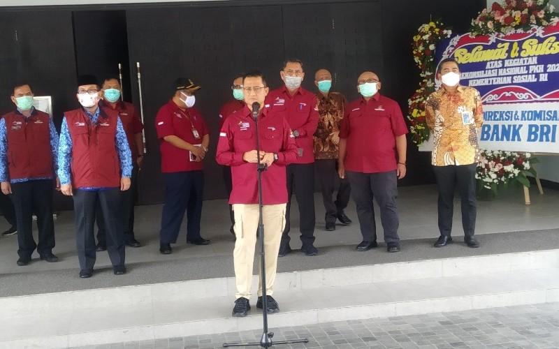 Menteri Sosial, Juliari P Batubara, saat menghadiri acara Graduasi KPM dan Rekonsiliasi PKH di Hotel Aston Kabupaten Cirebon, Jawa Barat, Kamis (17/9 - 2020).