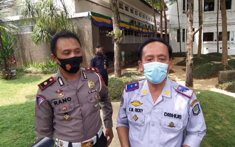 Kasat Lantas Polrestabes Bandung, Kompol Rano Hadianto dan Kepala Dinas Perhubungan Kota Bandung, Ricky Gustiadi - Bisnis/Dea Andriyawan