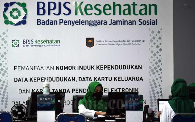Karyawan berkativitas di kantor BPJS Kesehatan di Jakarta, Senin (4/5/2020). Bisnis - Abdurachman
