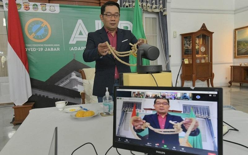 Bantuan untuk kelompok tani ternak se/Jabar diserahkan Gubernur Jabar Ridwan Kamil melalui video conference dari Gedung Pakuan