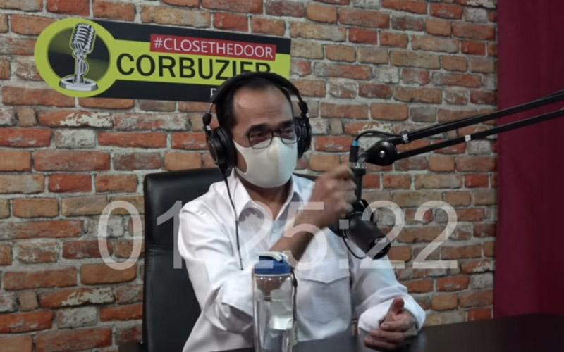 Menteri Perhubungan Budi Karya Sumadi saat berbincang dalam konten podcast Deddy Corbuzier.  - Dok. YouTube