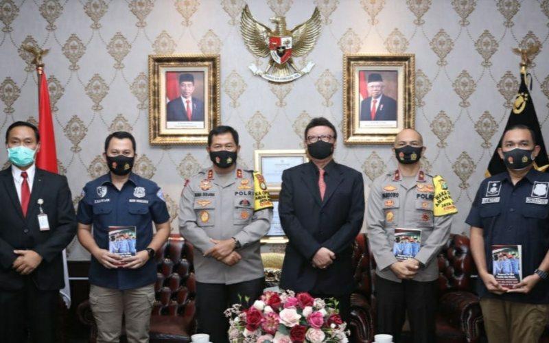 Menpan-RB Tjahjo Kumolo menemui Kapolda Metro Jaya Nana Sujana untuk melaporkan kasus penipuan pengangkatan CPNS yang mengatasnamakan Menteri PANRB di Polda Metro Jaya, Jakarta, Kamis (17/9/2020) - Dok./Kemenpan/RB
