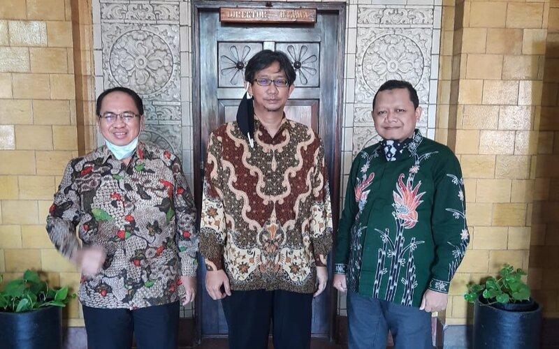 (Foto kiri / kanan). SEVP Operation Agus Setiono, Direktur PTPN XI  R. Tulus Panduwidjaja, dan SEVP Business Support Subagyo.