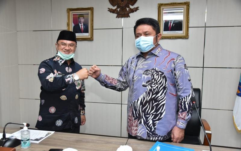 Gubernur Sumsel Herman Deru (kanan) dan Gubernur Kepulauan Bangka Belitung Erzaldi Rosman - Bisnis/Dinda Wulandari
