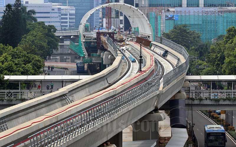 Suasana proyek pembangunan LRT (Light Right Transit) di Kawasan Kuningan, Jakarta, Sabtu (11/4/2020). Bisnis - Eusebio Chrysnamurti