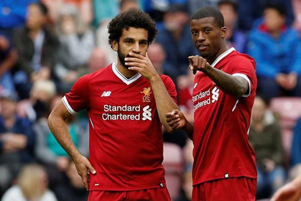 Dua bintang Liverpool, striker Mohamed Salah (kiri) dan bek Georginio Wijnaldum. - Reuters