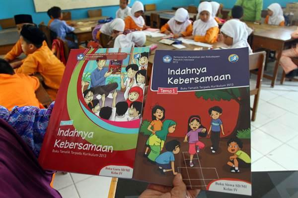 Buku pelajaran Kurikulum 2013 untuk tingkat SD, SMP dan SMA/SMK yang sebelumnya telah dipakai sebagai bahan ajar di beberapa sekolah yang sudah menerapkan kurikulum tersebut, pada tahun ajaran mendatang masih berlaku. - Bisnis