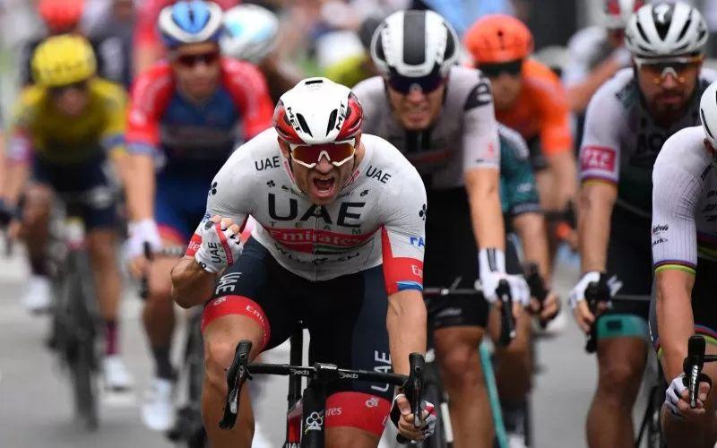 Ilustrasi pebalap sepeda menggunakan helm. Pebalap UAE Team Emirates Alexander Kristoff asal Norwegia melakukan selebrasi setelah memenangi etape pertama Tour de France 2020 di Nice, Prancis, Sabtu (29/8/2020) Pool via Reuters/Stuart Franklin - Antara