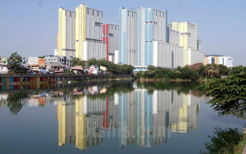 Suasana Wisma Atlet Kemayoran dilihat dari Danau Sunter, Jakarta, Selasa (25/8/2020). - Bisnis/Himawan L Nugraha