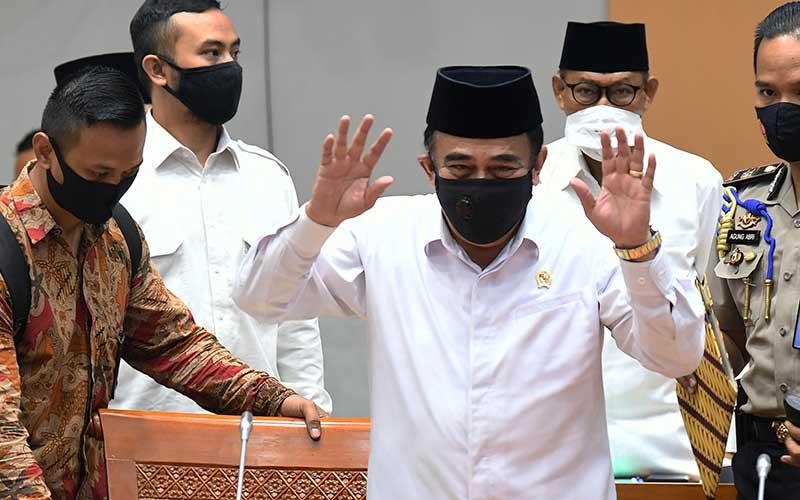 Menteri Agama Fachrul Razi (tengah) saat menghadiri rapat kerja bersama Komisi VIII DPR di Kompleks Parlemen Senayan, Jakarta, Senin (14/9/2020). - Antara/Puspa Perwitasari