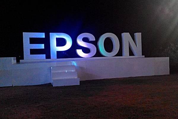 Lambang Epson di arena gala dinner peringatan ulang tahun ke-15 Epson Indonesia.  - Bisnis/swi