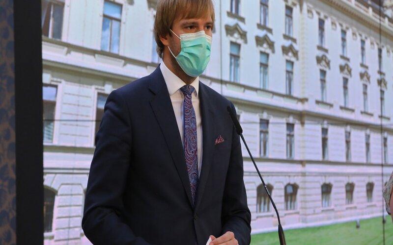 Menteri Kesehatan Republik Ceko Adam Vojt?ch mengumumkan pengunduran dirinya dari jabatan menteri, Senin (21/9/2020) - Vlada.cz.
