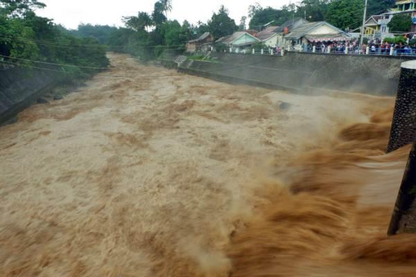 Suasana di Bendung Katulampa di Kota Bogor, Jawa Barat, Senin (5/2). - JIBI/Nurul Hidayat