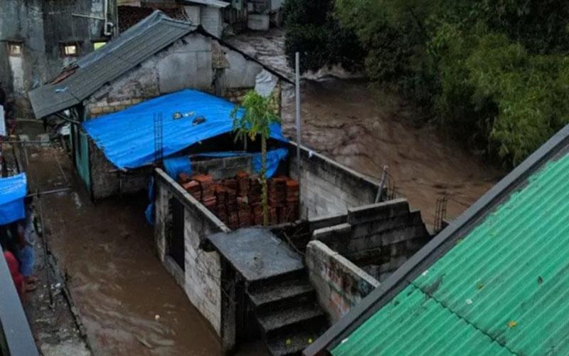 Banjir bandang melanda Kampung Cibuntu, Desa Pasawahan, Kecamatan Cicurug, Kabupaten Sukabumi, Jawa Barat. - Antara