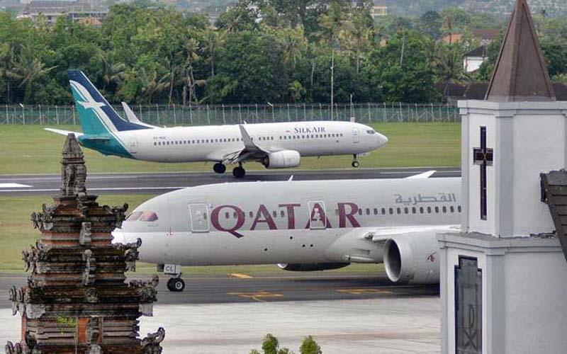 Pesawat udara berada di Bandara Internasional I Gusti Ngurah Rai, Bali, yang akan dikembangkan menjadi salah satu dari delapan bandara hub dan superhub./Antara - Fikri Yusuf