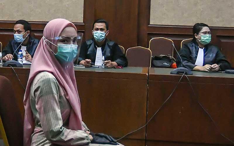Terdakwa kasus suap pengurusan pengajuan fatwa Mahkamah Agung (MA) untuk membebaskan Djoko Tjandra, Pinangki Sirna Malasari, mengikuti sidang perdana di Pengadilan Negeri Jakarta Pusat, Rabu (23/9/2020). ANTARA FOTO - Muhammad Adimaja