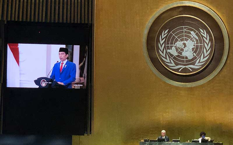 Layar memperlihatkan Presiden Joko Widodo menyampaikan pidato yang telah direkam sebelumnya pada Sidang Majelis Umum ke-75 PBB secara virtual di Markas PBB, New York, Amerika Serikat, Rabu (23/9/2020). Dalam pidatonya Jokowimengajak pemimpin dunia untuk bersatu dan bekerja sama dalam menghadapi pandemi Covid-19. ANTARA FOTO/HO - Kemenlu