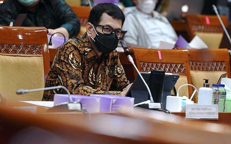 Menteri Pariwisata dan Ekonomi Kreatif (Menparekraf) Whisnutama Kusubandio mengikuti rapat kerja dengan Komisi X DPR di Kompleks Parlemen, Senayan, Jakarta, Rabu (23/9/2020). ANTARA FOTO - Hafidz Mubarak A