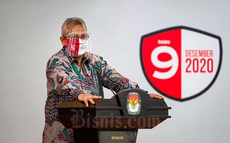 Ketua Komisi Pemilihan Umum (KPU) Arief Budiman menyampaikan sambutan saat Penyerahan Data Pemilih Pemula Tambahan dan Peluncuran Pemilihan Serentak Tahun 2020 di gedung KPU, Jakarta, Kamis (18/6/2020). KPU menerima Data Penduduk Potensial Pemilih Pemilu (D4) tambahan sebanyak 456.256 orang dan meluncurkan alat perlengkapan pencegahan Covid-19 untuk digunakan dalam penyelenggaraan Pilkada serentak 2020. ANTARA FOTO - Dhemas Reviyanto