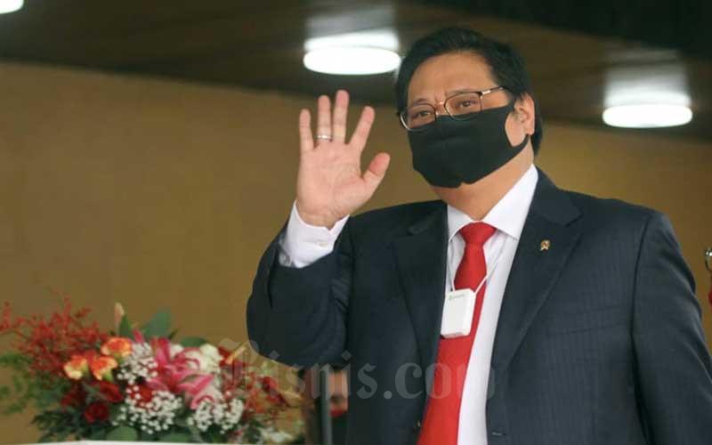 Menteri Koordinator Perekonomian Airlangga Hartarto saat tiba di Ruang Rapat Paripurna I, Kompleks Parlemen, Jakarta, Jumat (14/8/2020). Bisnis - Arief Hermawan P
