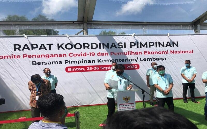 Rapat Koordinasi Rapat Koordinasi Pimpinan (Rakorpim) Komite Penanganan Covid-19 dan Pemulihan Ekonomi Nasional (PC-PEN) dan Kementerian/Lembaga (K/L), di Kawasan Wisata Lagoi, Bintan, Kepulauan Riau, Jumat (25/9). - Bisnis