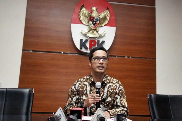 Juru bicara KPK Febri Diansyah menyampaikan pernyataan pers di Gedung Merah Putih KPK, Jakarta, Rabu (12/4). - Antara/Reno Esnir
