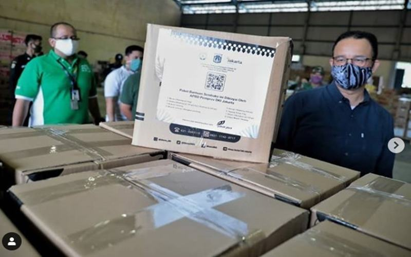 Gubernru DKI Jakarta Anies Baswedan memantau distribusi bantuan sosial (bansos) di DKI. - Instagram @aniesbaswedan