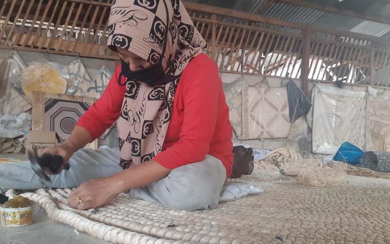 Produk rumah tangga berupa karpet, keset kaki hingga seperangkat tatakan meja (table mat) yang diproduksi asli Palembang itu dipasarkan ke sejumlah negara, terutama Amerika Serikat, Belgia, Inggris, Turki, dan Malaysia. - Istimewa