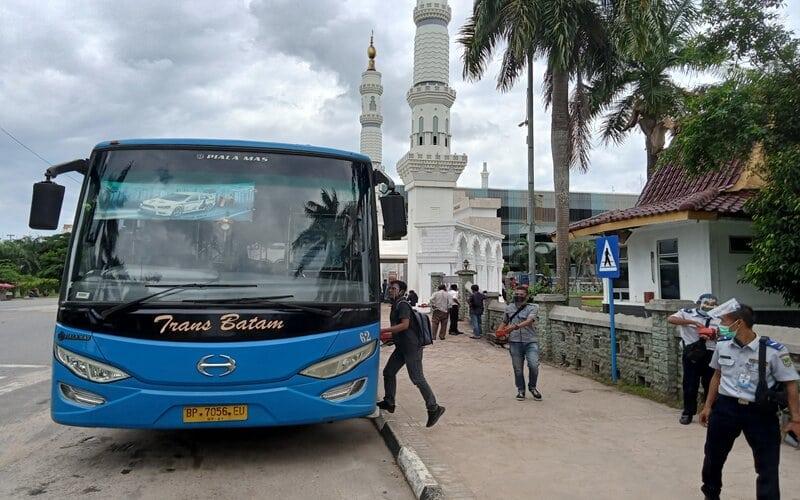 Peluncuran Quick Response Indonesian Standard (QRIS) untuk sistem pembayaran Trans Batam. Dengan menggunakan QRIS, masyarakat akan semakin mudah melakukan pembayaran saat menggunakan transportasi umum Trans Batam. - Bisnis/Bobi Bani.