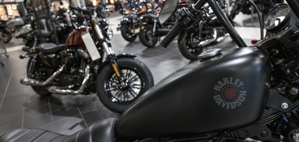 Sepeda motor Harley Davidson berjejer di diler sepeda motor gede itu di Oakland, California, AS, Kamis (16/7/2020). - Bloomberg/David Paul Morris