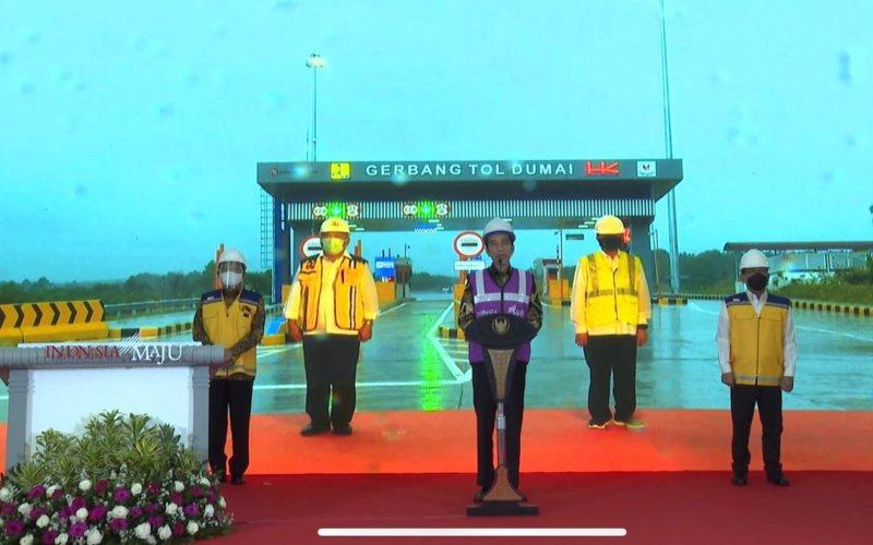 Presiden Joko Widodo meresmikan tol Pekanbaru - Dumai secara virtual dari Istana Kepresidenan Bogor, Jawa Barat, Jumat (25/9/2020). -  Youtube Setpres