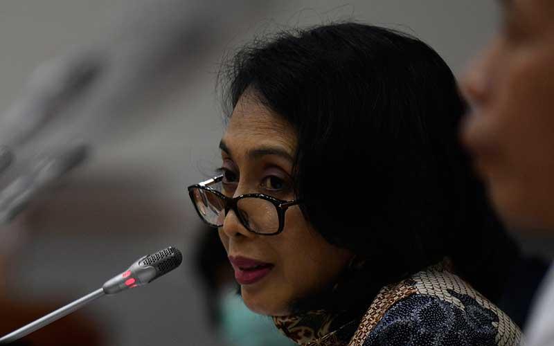 Menteri Pemberdayaan Perempuan dan Perlindungan Anak I Gusti Ayu Bintang Darmawati menjawab pertanyaan saat rapat kerja bersama Komisi VIII DPR di Kompleks Parlemen Senayan, Jakarta, Selasa (23/6/2020). Raker tersebut membahas pembicaraan pendahuluan RAPBN Tahun Anggaran 2021 dan RKP 2021, serta evaluasi kinerja tahun 2020. ANTARA FOTO - Puspa Perwitasari