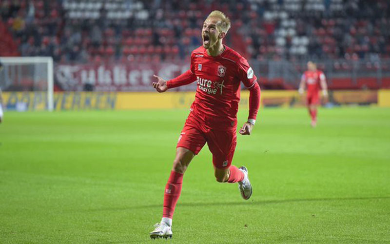Pemain Twente Alexander Jeremejeff menjebol gawang Groningen. - Twitter@fctwente
