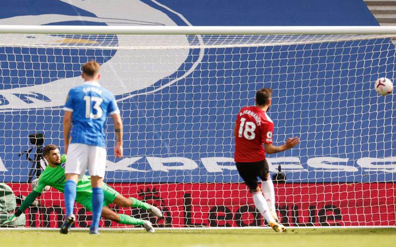 Pemain MU Bruno Fernandes mencetak gol bersejarah ke gawang Brighton. - PremierLeague.com