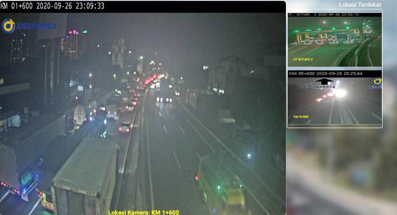 Kemacetan terpantu kamera CCTV Jasa Marga di kilometer 1600 ruang Tol Kebonjeruk arah Tomang.