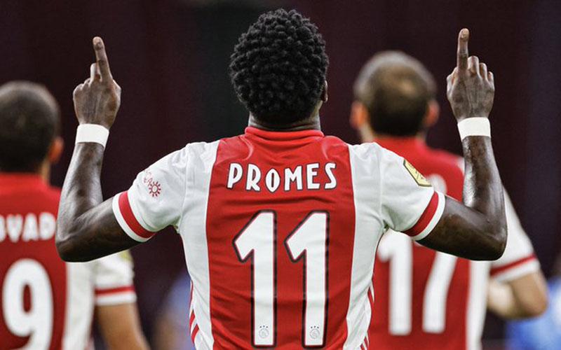 Penyerang Ajax Amsterdam Quincy Promes setelah menjebol gawang Vitesse Arnhem -  Twitter@AFCAjax