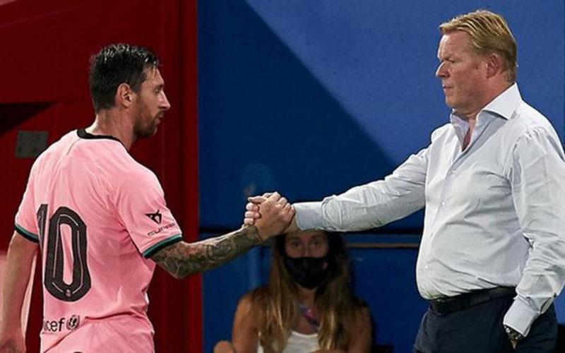Pelatih FC Barcelona Ronald Koeman (kanan) bersama kapten tim Lionel Messi  -  BBC